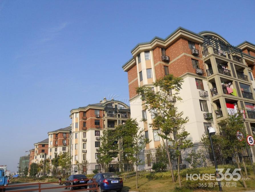 海洲景秀世家临泉东路永辉超市旁 中装三室 、临近2号地铁口