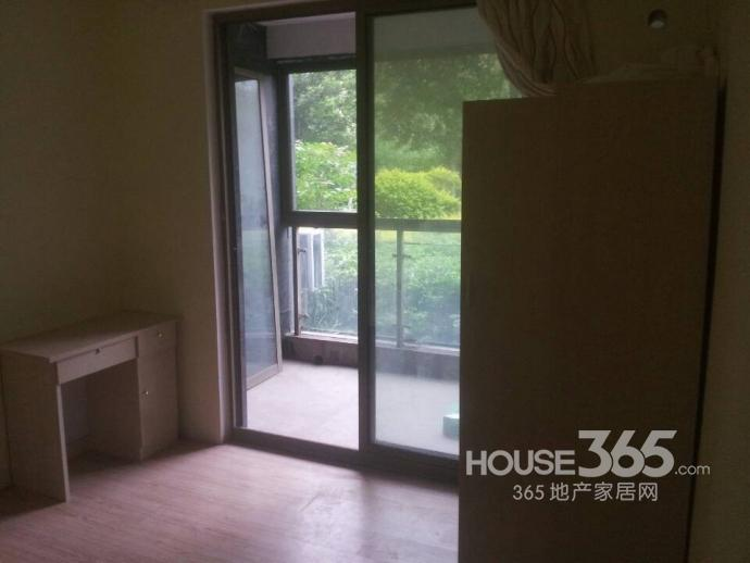 中电颐和家园3室1厅1卫25平米合租精装