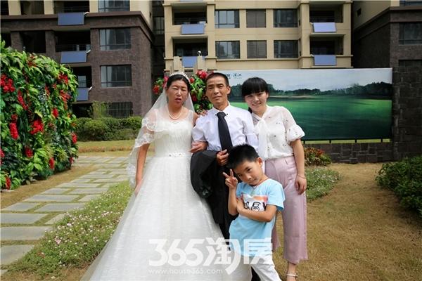 华强城美加印象为父母补拍婚纱照