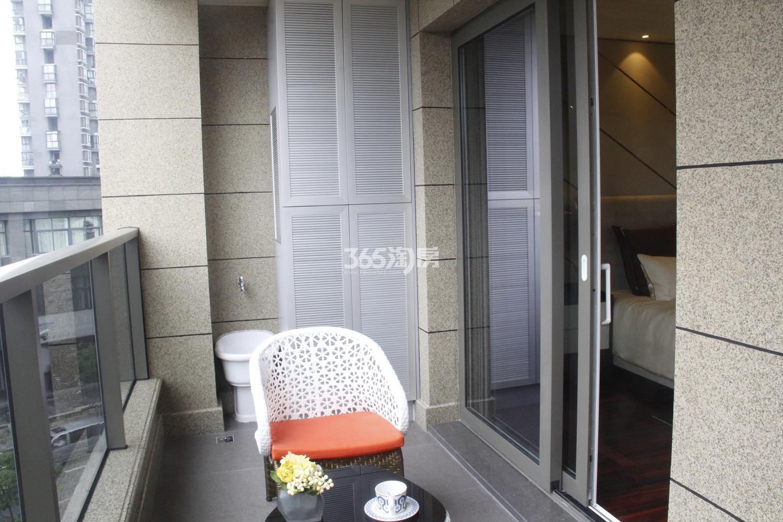 滨江保利翡翠海岸A1户型(131㎡)样板房---阳台
