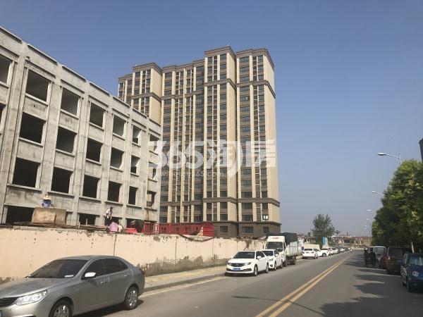 中昂朗琴北侧在建项目实景图(9.15)