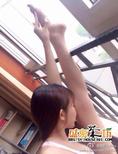 """北舞校花晒生活照,""""长腿萌妹""""是anglebaby孪生?"""